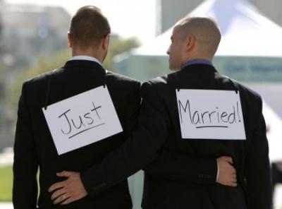 Biserica din Scotia le permite preotilor sa inregistreze casatoriile gay