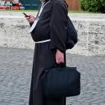 """Episcopul de Paraguay a declarat celularul drept """"instrument al păcatului"""""""