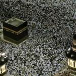Religia s-a mutat pe smartphone. Noul model lansat în India indică direcţia spre Mecca şi traduce Coranul în 29 de limbi