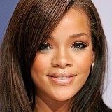 Rihanna postează mesaje religioase pe Twitter