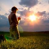 SONDAJ: 96% dintre români cred în Dumnezeu, 69% se roagă zilnic, peste 50% se spovedesc