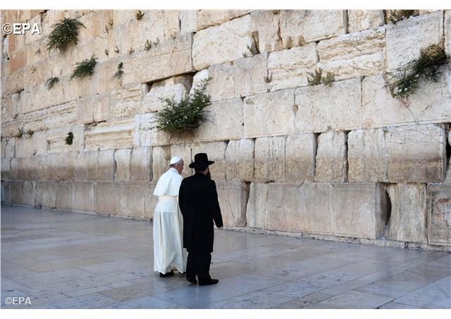papa la zidul plangerii din ierusalim 2014