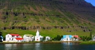 IMG_1394_Seydisfjordur_village_eastern_Iceland-520x245