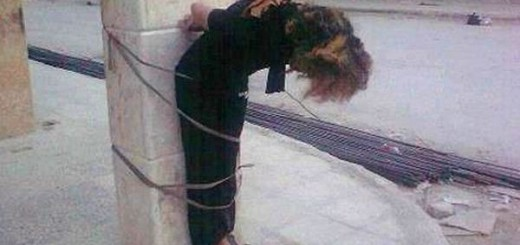 femeie_legata_de_stalp-siria-1-520x245