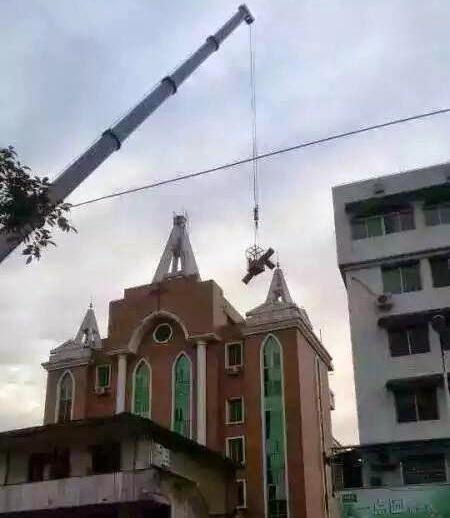 indepartare cruci de pe biserici china