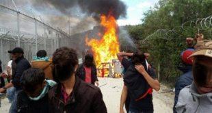 Refugiații musulmani au distrus o tabără de imigranți din Grecia