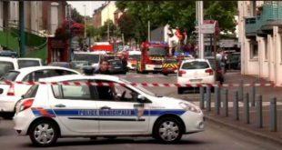 FRANTA: Teroriştii au oficiat o slujbă în arabă în lăcaşul de cult, pe care au filmat-o. Preotul a fost îngenuncheat şi ucis.