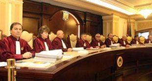 CCR amână din nou decizia pe recunoasterea căsătoriilor gay și cere ajutorul Curții Europene de Justiție