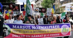 Marșul Normalității! Participanții susțin familia tradițională, valorile creștine, referendumul Coaliției pentru Familie și pe Donald Trump