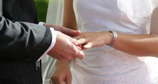 Guvernul României SUSȚINE revizuirea Constituției astfel încât familia să fie definită drept căsătoria între un bărbat și o femeie