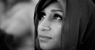 Fostă musulmană convertită la creștinism conduce sute de oameni la Isus