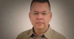 Turcia: pastorul american a fost dus în fața instanței