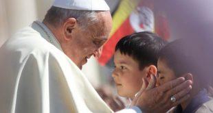 """Papa admite """"erori grave"""" în gestionarea scandalului sexual din Chile"""