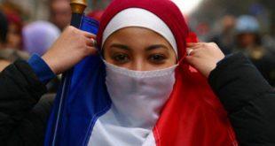 Franța: Unei femei i-a fost respinsă cetățenia după ce aceasta a refuzat să dea mâna cu un bărbat