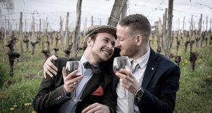 O revistă matrimonială a fost nevoită să se închidă după ce a fost acuzată că nu promovează cuplurile gay