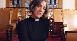 """O femeie pastor luteran topește inelele """"creștine"""" de castitate, pentru a crea o statuie a vaginului"""